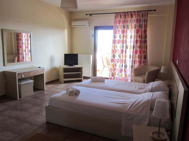 hotel moombean pefkari 2plus2 bed room 9
