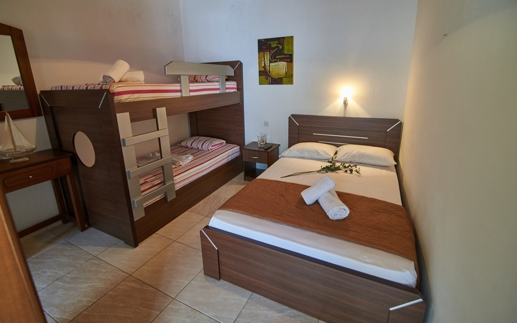 aggelina house sykia sithonia  4 bed studio (2+2) 11