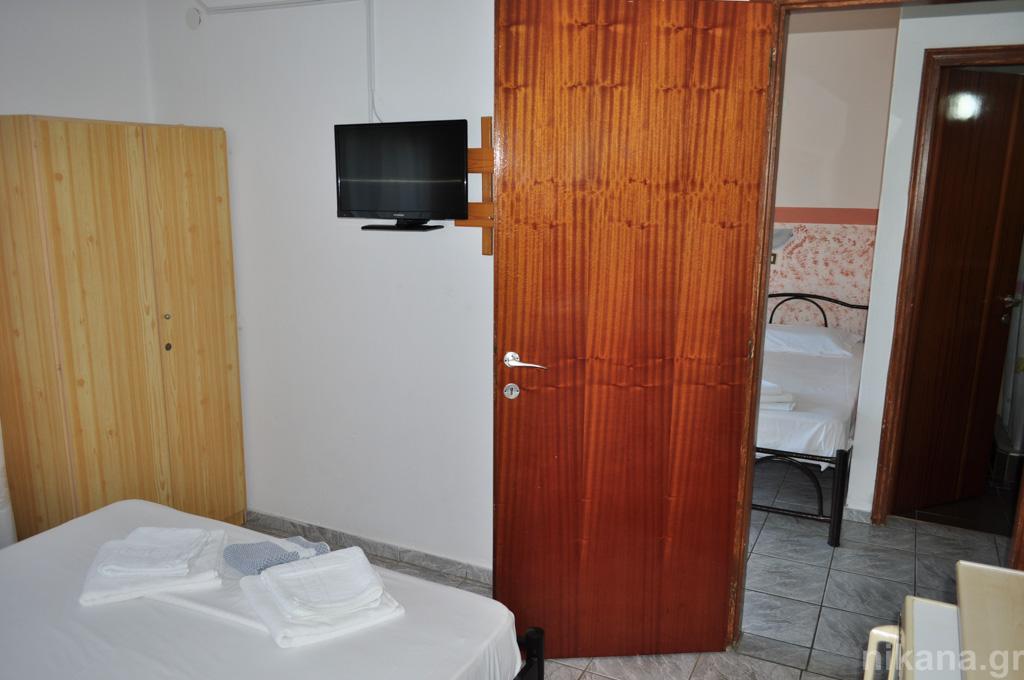 eleni studios skala potamia thassos 4 bed studio #3 first floor  (7)