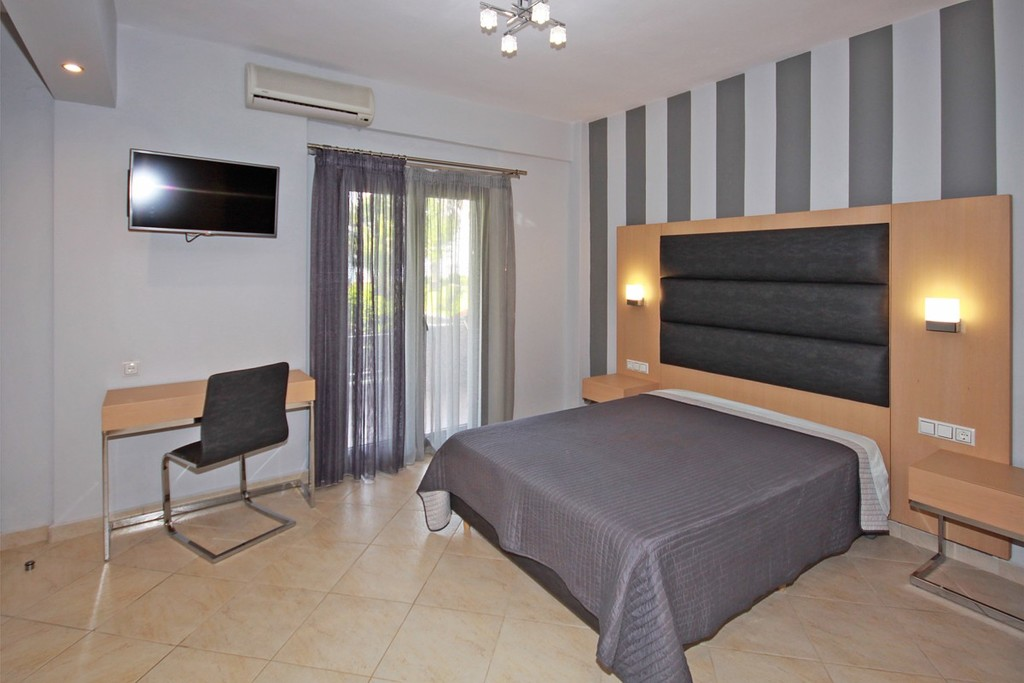 stamos studios apartments vourvourou 3 bed studio no 1 (3)