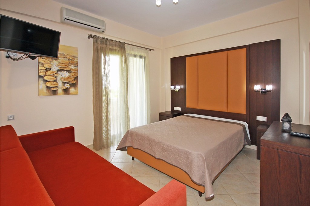 stamos studios apartments vourvourou 3 bed studio no 2 (1)