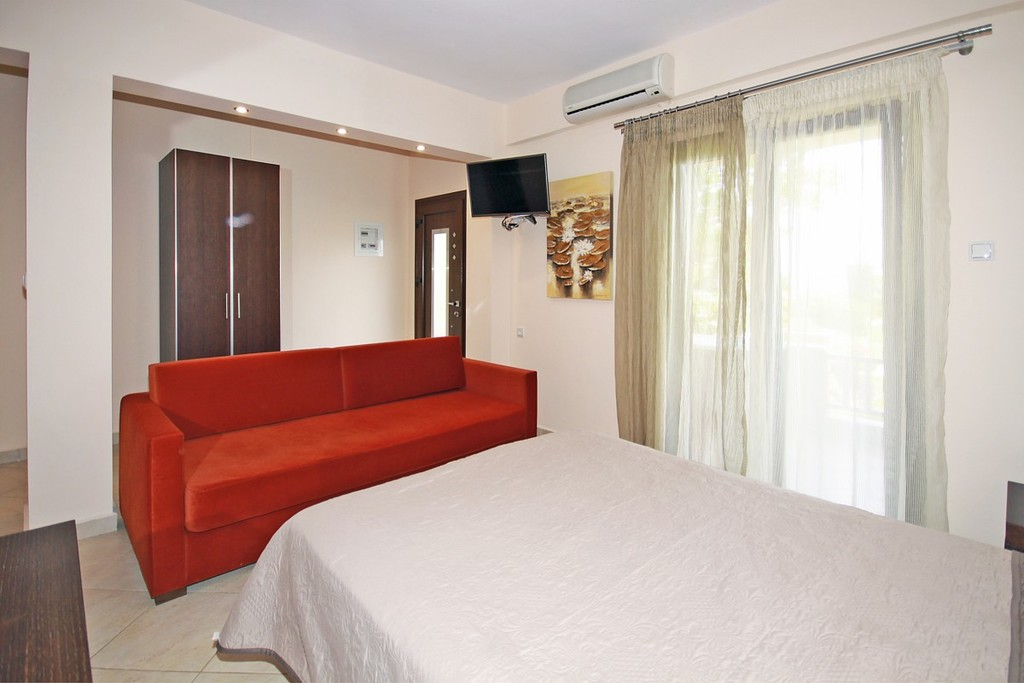 stamos studios apartments vourvourou 3 bed studio no 2 (3)