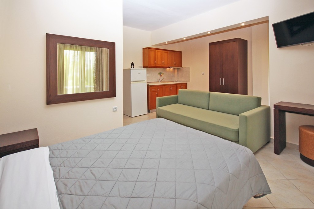 stamos studios apartments vourvourou 3 bed studio no 3 (3)