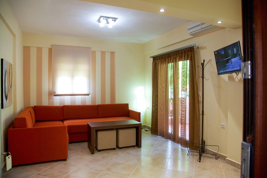 stamos studios apartments vourvourou 4 bed apartment no 4 (2)