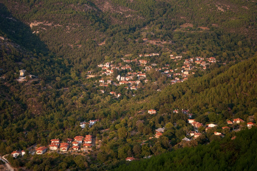 Why choose west coast of Thassos? 1
