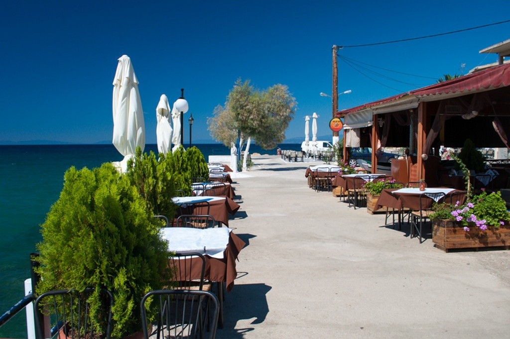 Why choose west coast of Thassos? 8