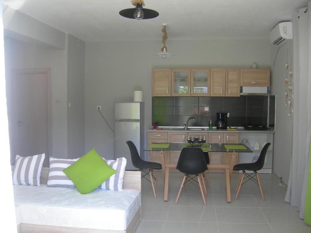 sweet home palio kavala 4+1 bed apartment green  (8)