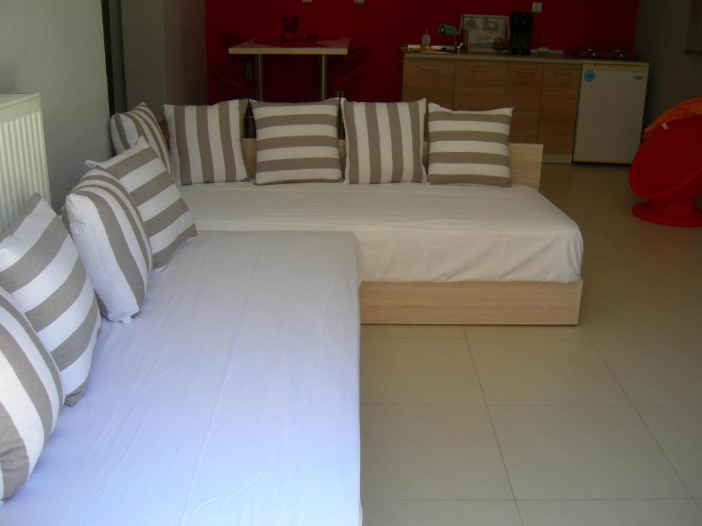 sweet home palio kavala 4+1 bed apartment red  (5)