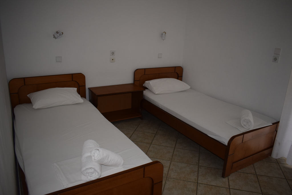 linaraki camping bungalows and apartments sykia sithonia 4 bed apartment 3