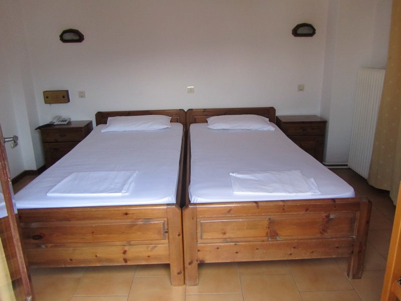 vicky hotel limenas thassos 2 bed room first floor 2