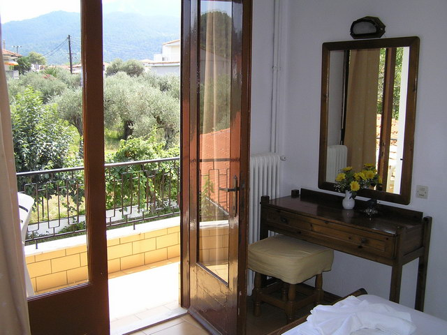 vicky hotel limenas thassos 3 bed room 2
