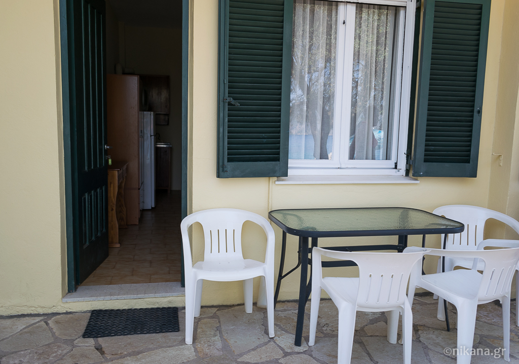 daniel beach studios 3 bed studio ground floor nikiana lefkada 1
