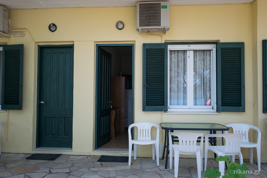 daniel beach studios 3 bed studio ground floor nikiana lefkada 2