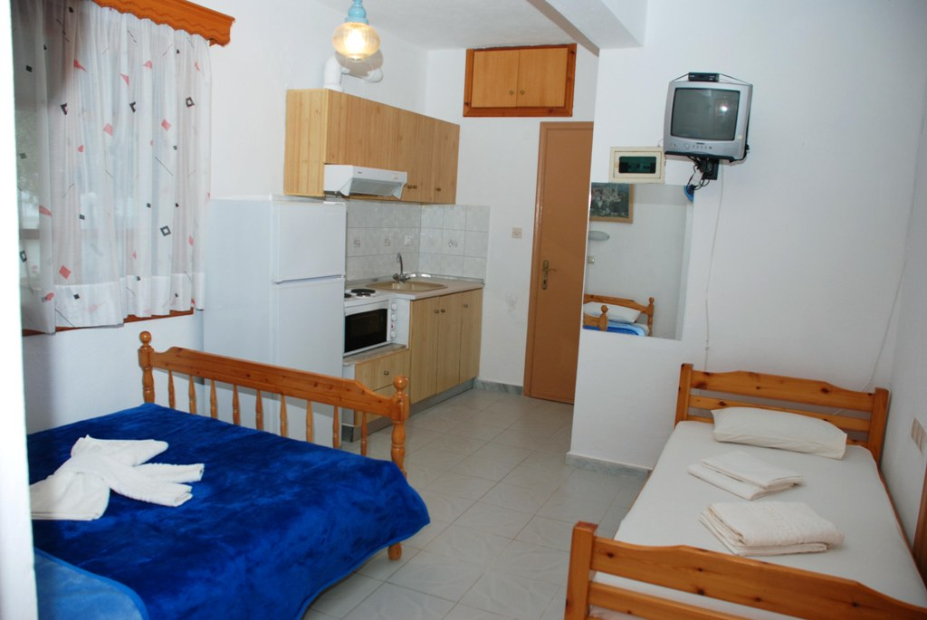 mantzanas apartments akti salonikiou sithonia 3 bed studio 1