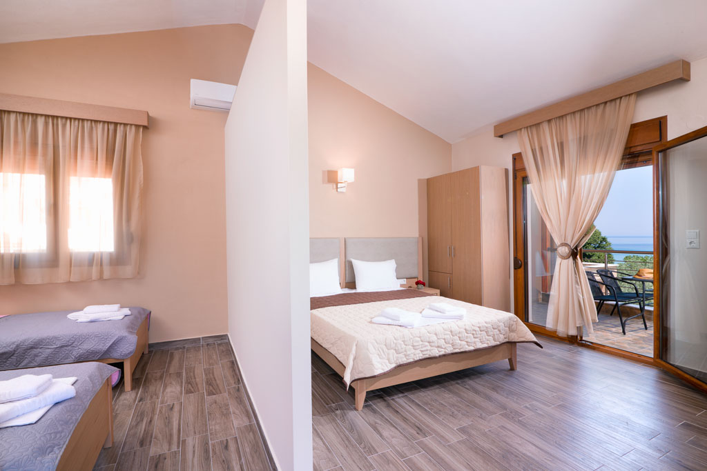 kapsogeorgis rooms kinira thassos 4 bed studio sea view  (1)