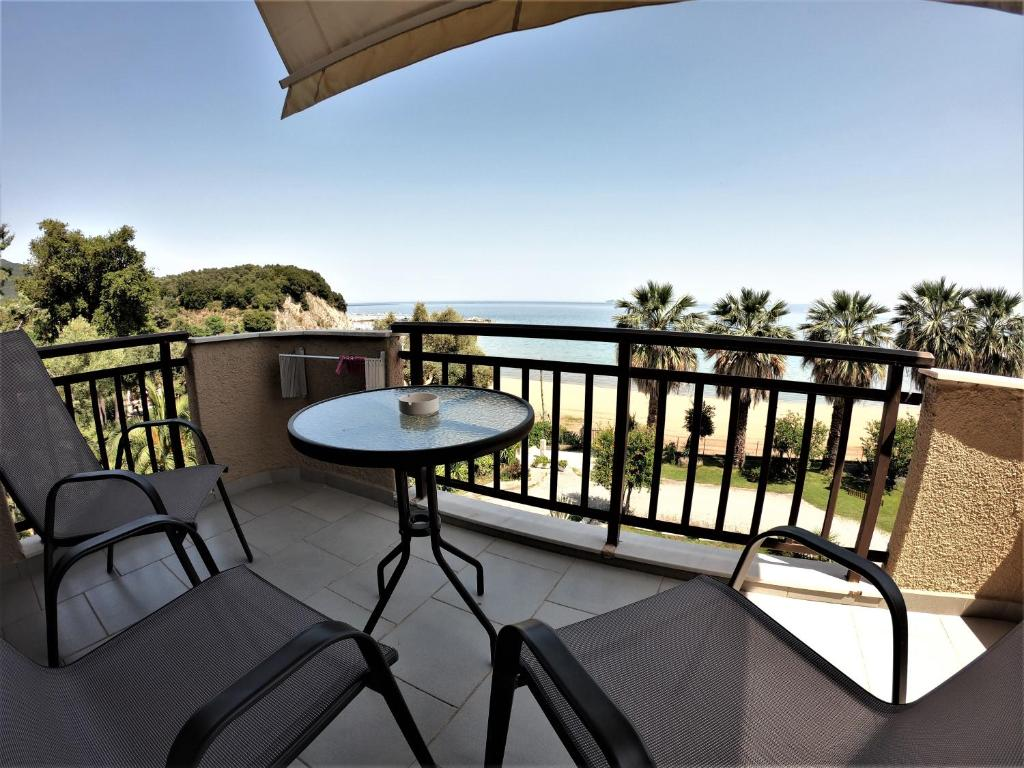 karvounoskala pension stratoni athos 4 bed studio sea view 1