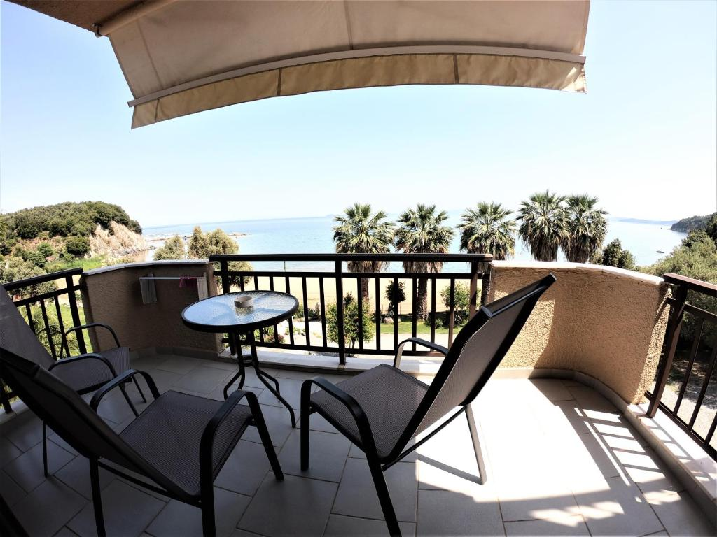 karvounoskala pension stratoni athos 4 bed studio sea view 2