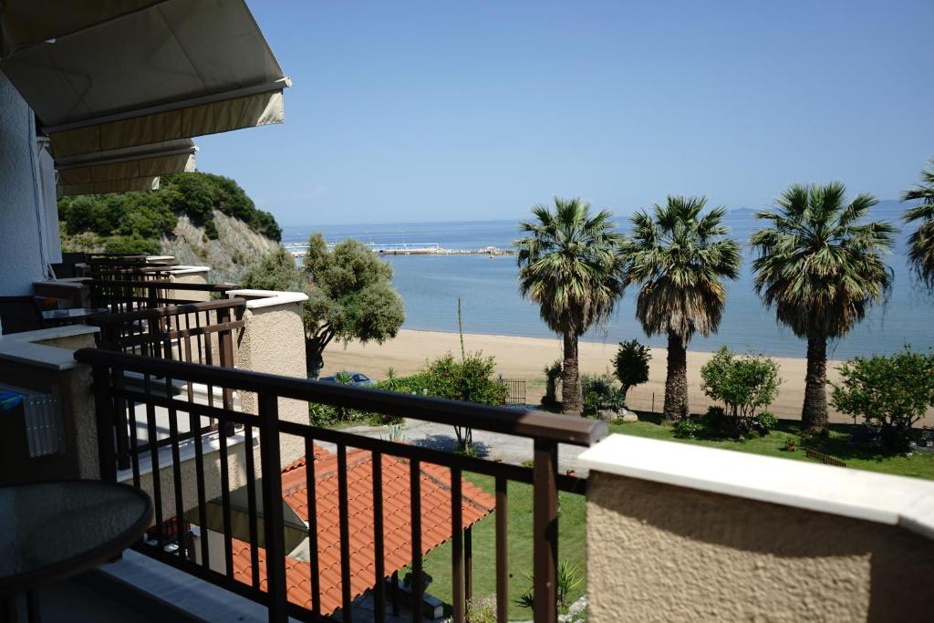 karvounoskala pension stratoni athos 4 bed studio sea view 5