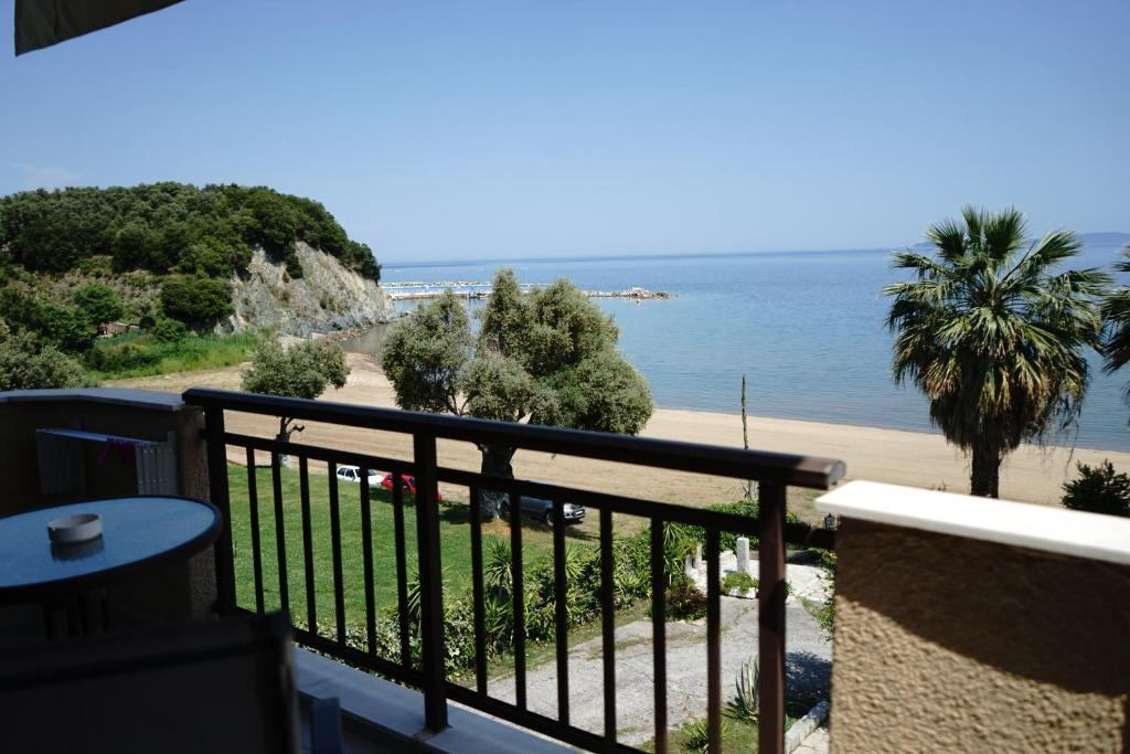 karvounoskala pension stratoni athos 4 bed studio sea view 6