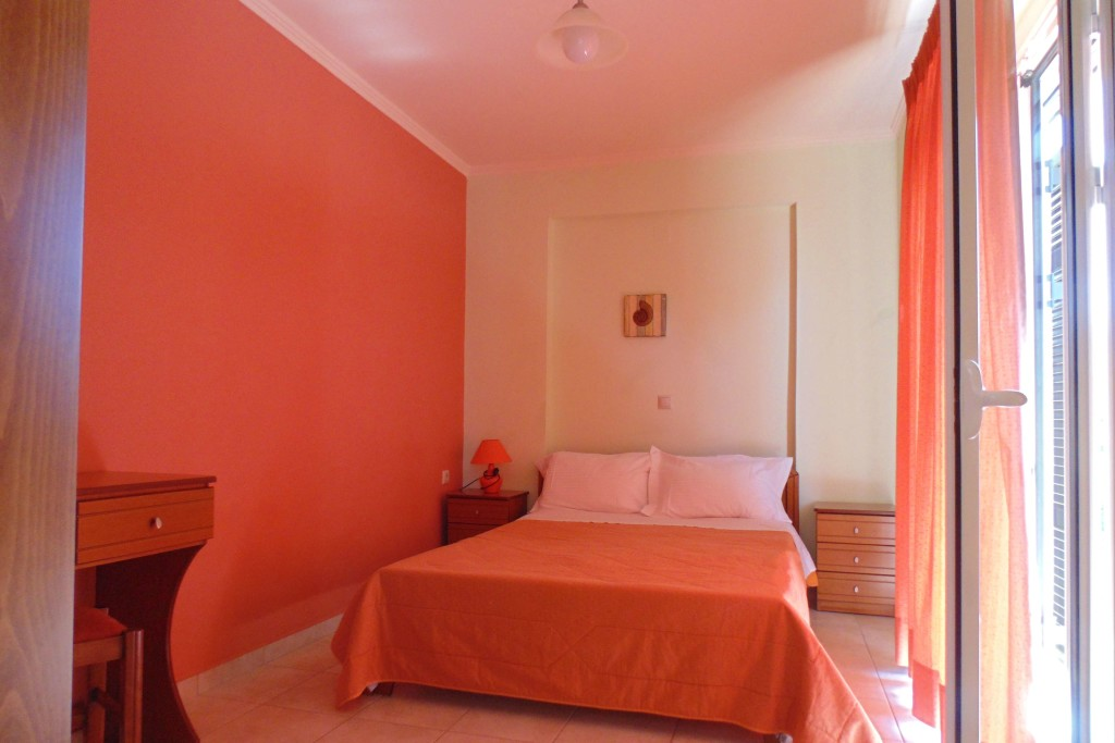 bayside apartments vasiliki lefkada two bed apartment 1