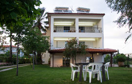 avgerou studios and apartments psakoudia sithonia 1