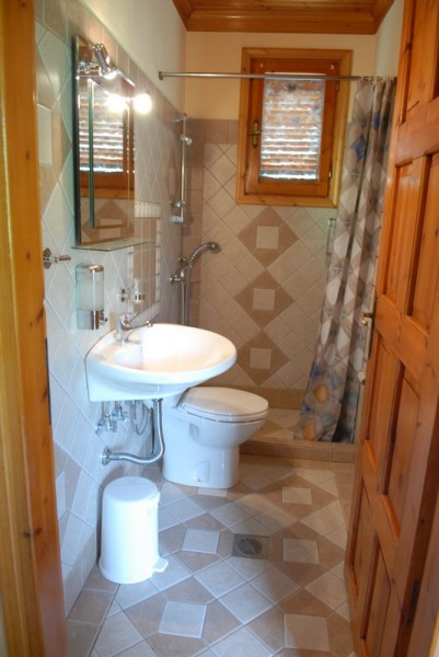 landhouse_kostas_astris_5plus1_bed_apartment_bathroom