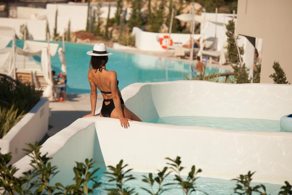 crystal waters suites nikiana lefkada 5 bed deluxe suite private pool garden view 2