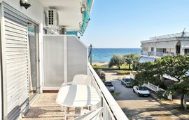 themis 45 steps from the beach apartment 3