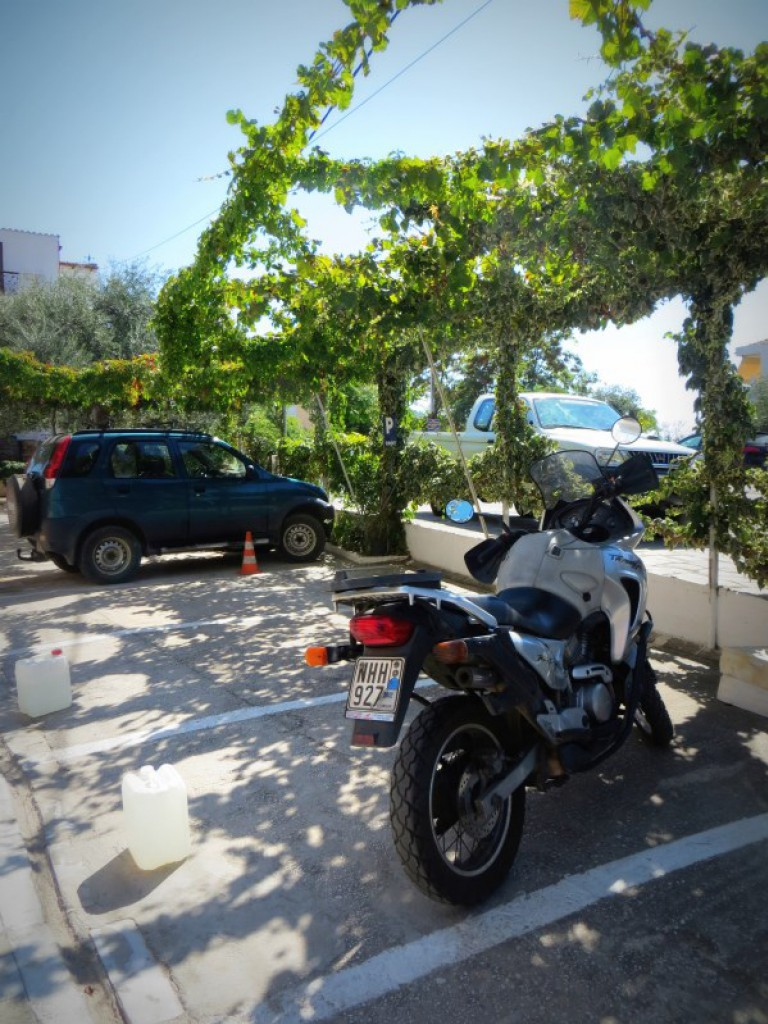 sunset studios parking potos thassos 1