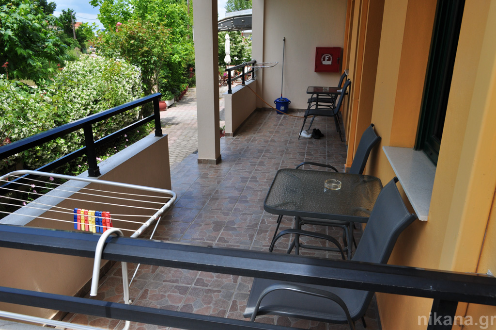 dolphins apartments and rooms limenas 3 bed room #104 high ground floor  (13)