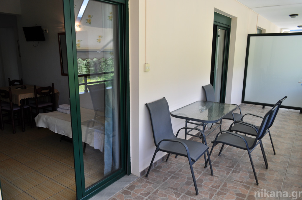 dolphins apartments and rooms limenas 4 bed apartment #208 first floor  (6)